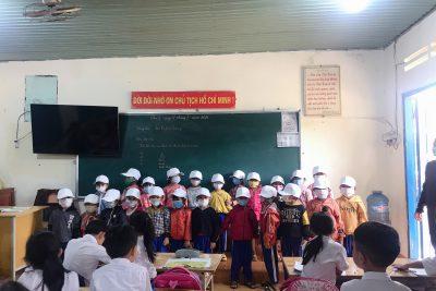 Chúng em đến thăm trường Tiểu học